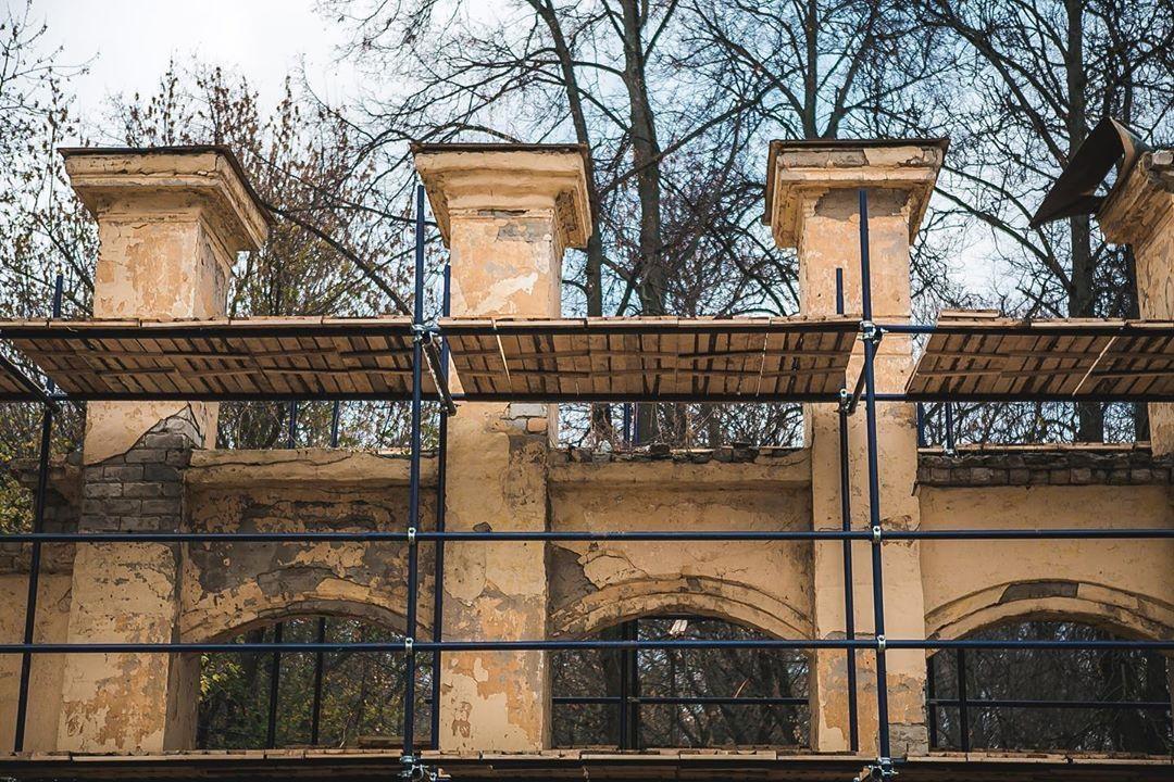 Восстанавливать ограду парка «Швейцарии» будут с использованием противоморозных примесей - фото 1