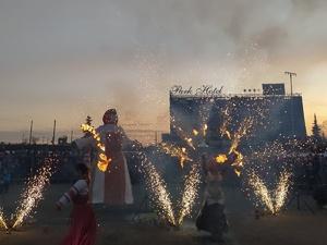 Фаер-шоу и казачьим хором проводили зиму на Нижегородской ярмарке