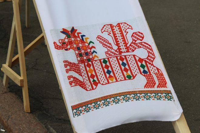 Нижегородцы вышили 25-метровый «Рушник дружбы» в День России - фото 8