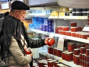 Роспотребнадзор рассказал, сколько некачественной икры продавалось в России в новогодние праздники