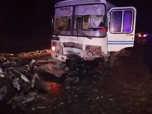 Три человека погибли в столкновении иномарки и автобуса в Пильнинском районе