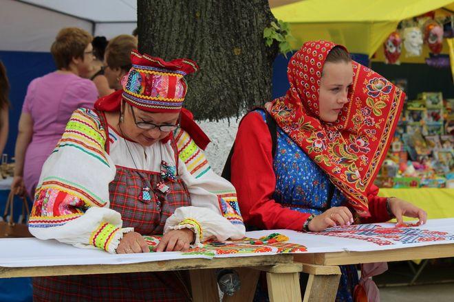 Нижегородцы вышили 25-метровый «Рушник дружбы» в День России - фото 20