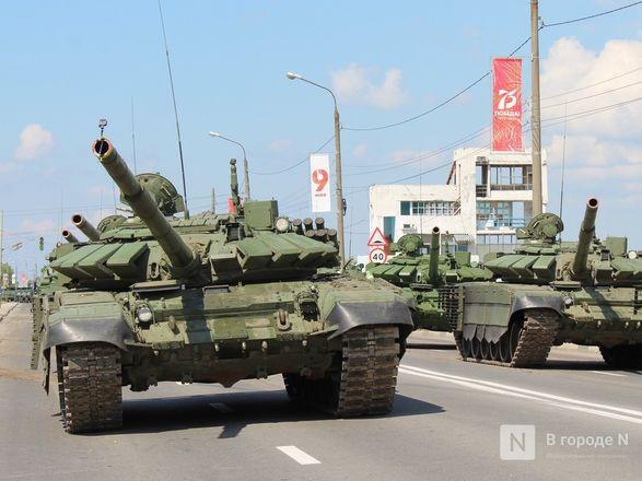 Танкисты в масках: первая репетиция парада Победы прошла в Нижнем Новгороде - фото 61
