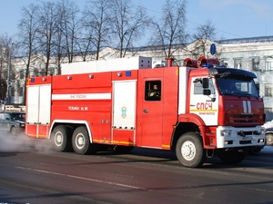 В подъезде жилого дома в Приокском районе подожгли детскую коляску