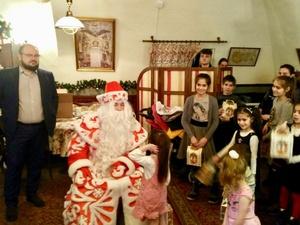 Новогоднее торжество для многодетных семей провел Благотворительный фонд Олега Кондрашова в Нижнем Новгороде