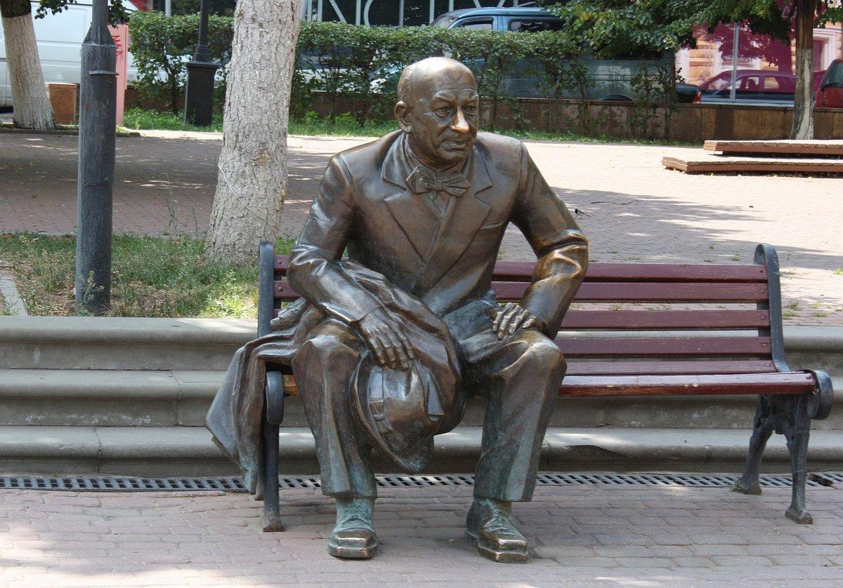 Скверу на Театральной площади присвоили имя Евгения Евстигнеева - фото 1