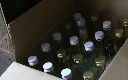 Полицейские изъяли девять литров алкоголя из бара на улице Веденяпина