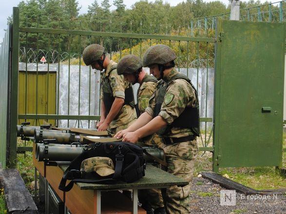 «Оценка огнеметчикам — «пять». Как нижегородские росгвардейцы учатся стрелять из «Шмеля» - фото 11