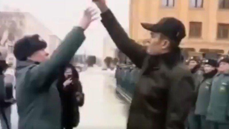 «Мочить журналистов» и «дразнить» офицеров МЧС: вся суть скандала с главой Чувашии - фото 2