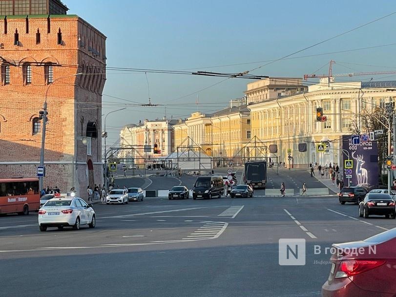 Сцену монтируют на площади Минина и Пожарского в Нижнем Новгороде - фото 1