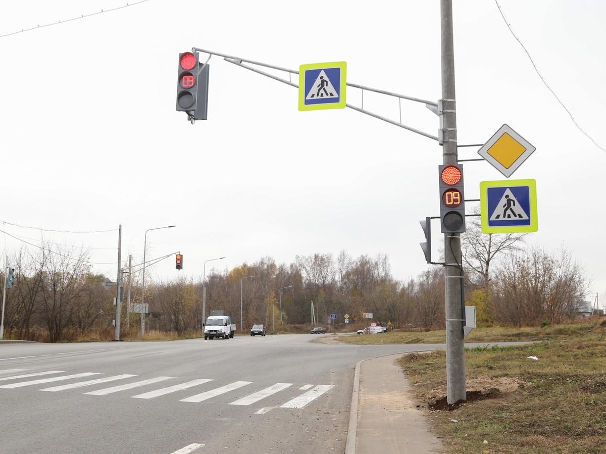 Новый светофор появился в микрорайоне «Цветы» - фото 1