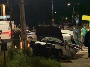 Молодая пара погибла в ДТП в Сарове, врезавшись в столб на легковушке