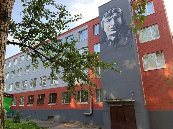 Шестиметровое граффити с легендарным нижегородским летчиком появилось в Череповце - фото 3