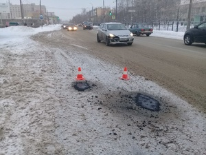 Власти Дзержинска объяснили проведение ямочного ремонта в снег