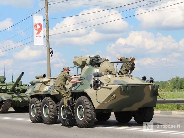 Танкисты в масках: первая репетиция парада Победы прошла в Нижнем Новгороде - фото 95